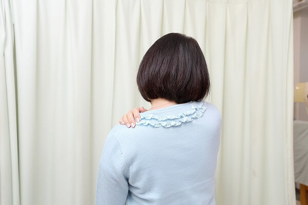 肩が痛い 肩がまわりづらい