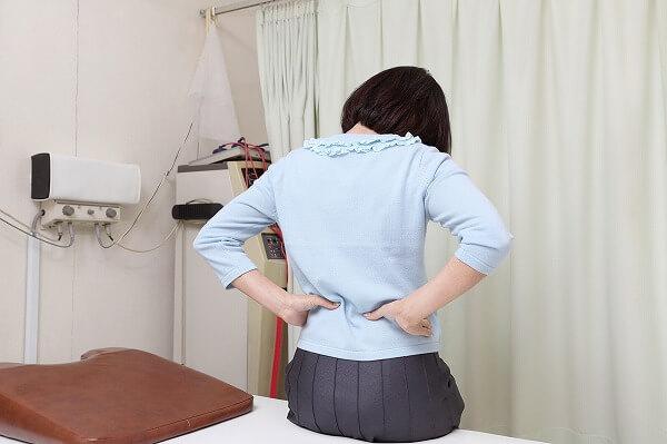 腰が痛い 歪んでいる 歩きすぎている ぎっくり腰
